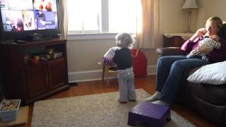 Video Charlotte playing with her birthday balloon download MP3, 3GP, MP4, WEBM, AVI, FLV Juni 2018