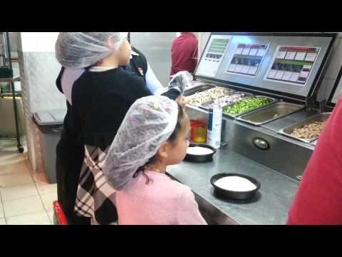 صورة  طريقة عمل البيتزا كيفية عمل البيتزا داخل مطعم بيتزا هت ج3 How To Make Pizza Hut Part 3 طريقة عمل البيتزا من يوتيوب