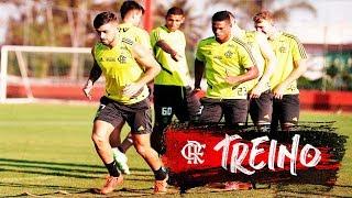 Vinicius Jr visita o Ninho do Urubu em treino do Flamengo