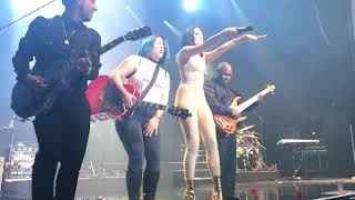 Price Tag - Domino - Jessie J  (ft a guitarist picked from the crowd) - live at M-Telus Montreal