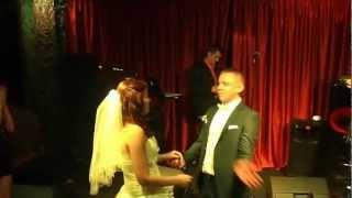 Жених экспромтом спел с душой Невесте.! Харизма - бомба.