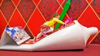 Тролли в Доме Великана Trolls and Giant toys in Children's museum Video for kids
