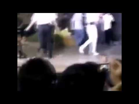 Đông Nhi bị Fan cuồng hiếp dâm trên sân khấu