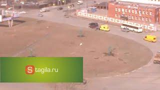 Странное происшествие в Нижнем Тагиле(В Нижнем Тагиле 14 апреля 2016 г в 14:15 на Черноисточинском шоссе произошло странное событие. Водитель автомоби..., 2016-04-15T05:22:32.000Z)