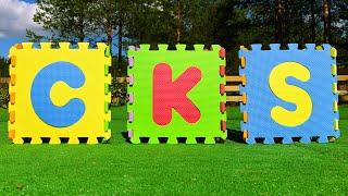 Кирилл и папа учат Буквы и Слова английского алфавита