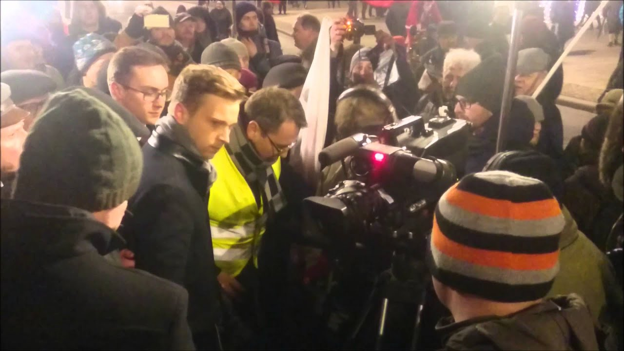 Atak Na Meczet Photo: Atak Na Reportera TVP Info Pod Pałacem Prezydenckim