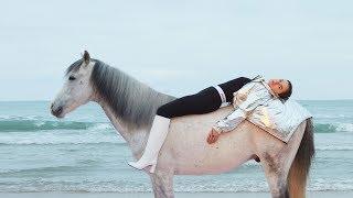İyi Kalpli Savaşçı: Özge Özpirinçci | Vogue Türkiye