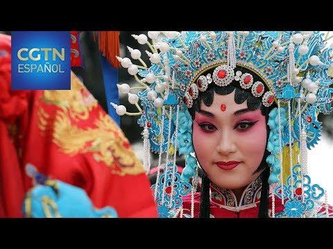 Una artista reinterpreta la antigua tradición de la ópera de Beijing