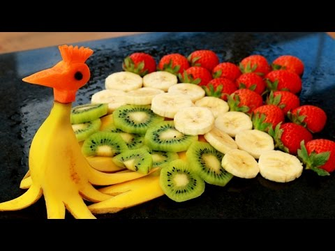 Art in banana peacock banana art fruit carving party for Art of food decoration