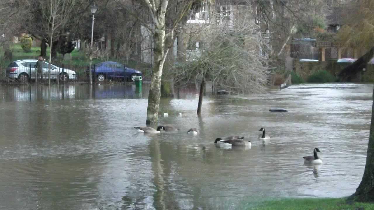 thames staines flooding lammas park december 2012 23 - YouTube