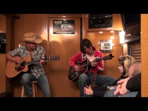 Dustin Lynch - She Cranks My Tractor | K-FROG Radio