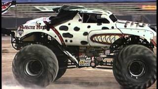 Monster Jam - Monster Mutt Dalmatian Monster Truck Freestyle - Utep Sun Bowl