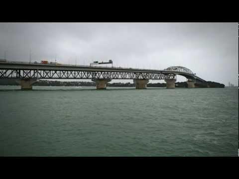 Auckland's 'coat-hanger' bridge - Roadside Stories