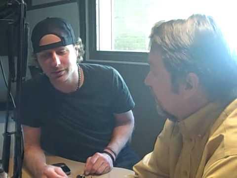 Bob Pickett visits with Dierks Bentley