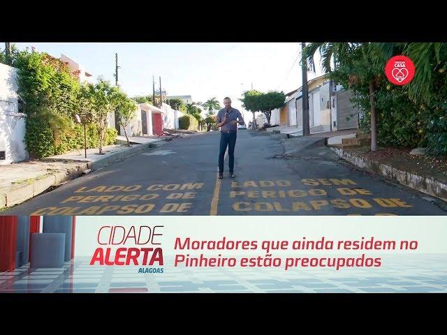 Moradores que ainda residem no Pinheiro estão preocupados com a área de risco
