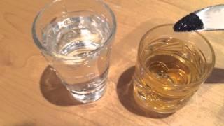 Как определить опасный ли алкоголь? (Jack Daniel's) Реакция марганцовки на метиловый спирт.(Как определить содержит ли алкоголь метиловый спирт? Метод химической реакции на марганец: Для этого теста..., 2015-12-21T14:57:38.000Z)