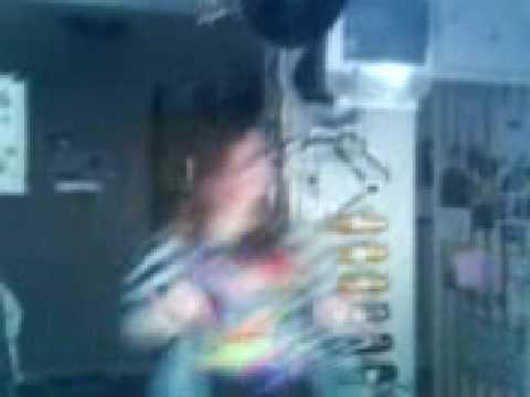 em dancin to bep pump it but singing wock it