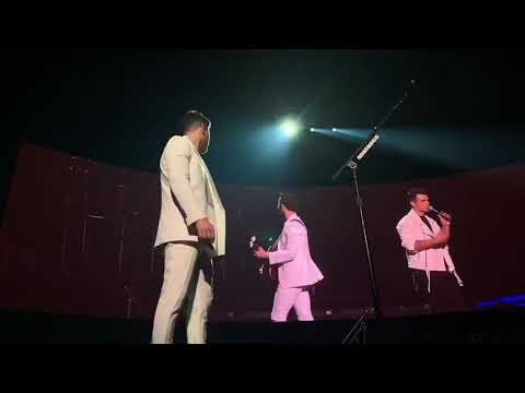 Chris Davis - Dan + Shay AND Jonas Brothers Sing 'Tequila' in Concert!