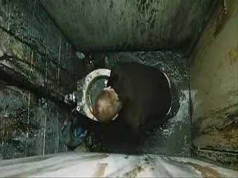 Trainspotting scena cesso entra youtube - Arma letale scena bagno ...