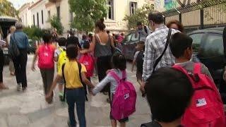 فيديو..مدارس اليونان تستقبل اللاجئين