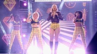 "Iggy Azalea & Charli XCX Performs ""Fancy"" (Live on MTV MA's)"