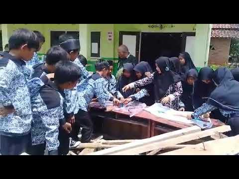 Praktek Batik Celup SMP Ma'arif Bongas