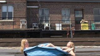 Смотреть клип Metz - Wet Blanket