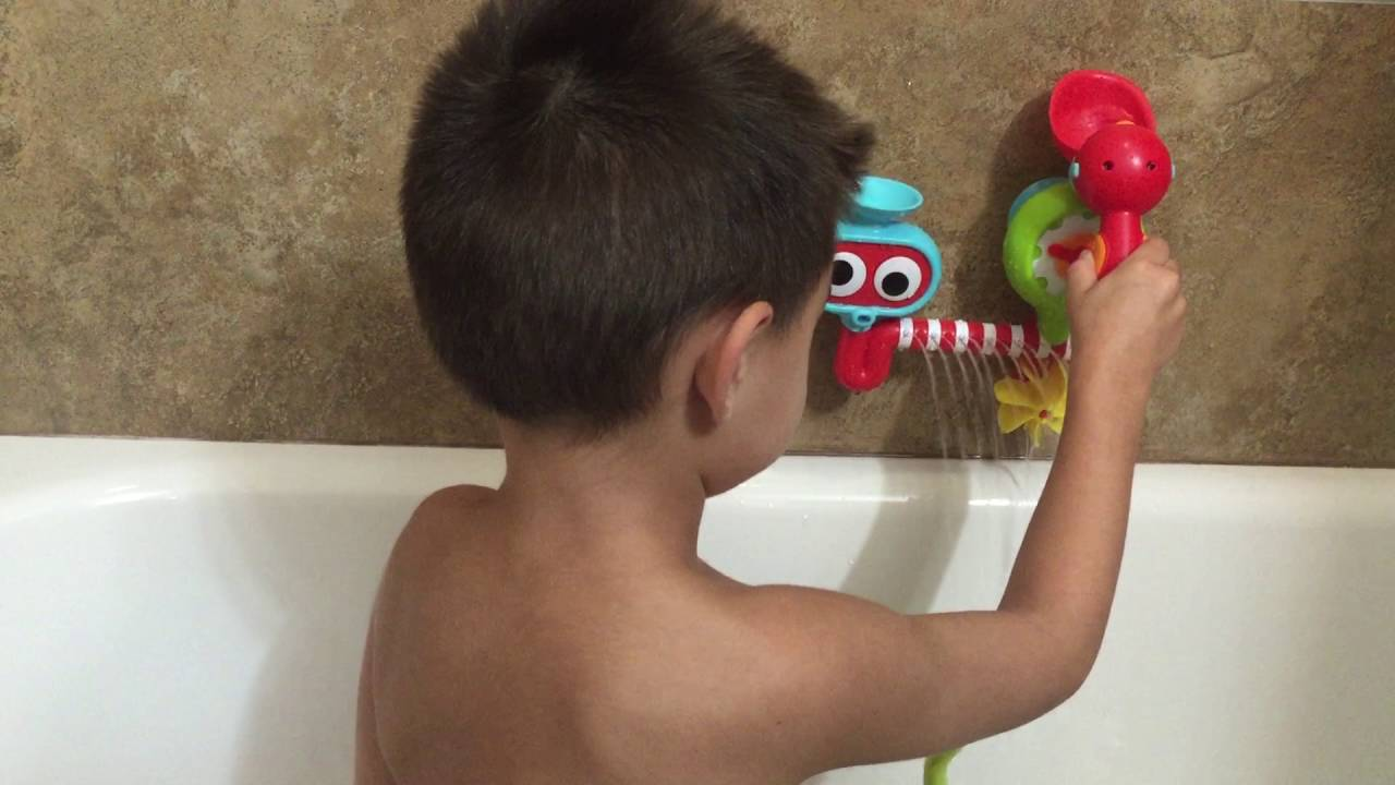 Best Bath Toy Ever! Anthony with Yookidoo\'s Submarine Spray Station ...