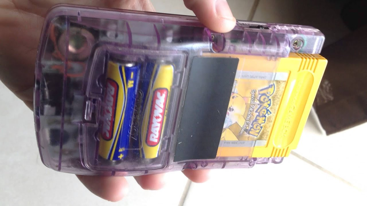 Gameboy color and pokemon yellow - Game Boy Color Pokemon Yellow
