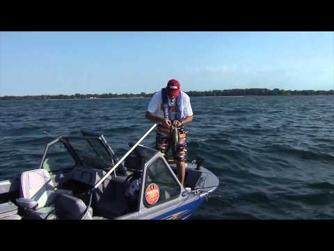 Cranking for trophy smallmouth bass, Lake Erie, Fort Erie, ON