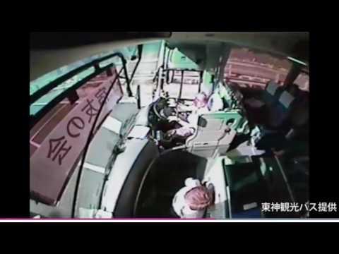 【EDR Dashcam 行車紀錄器】The car jumped into the bus. Japan highway Big Clash