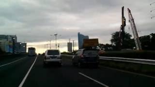 Pagi Hari Masuk Jakarta Menuju Bandung Melalui Jalan Tol Kota