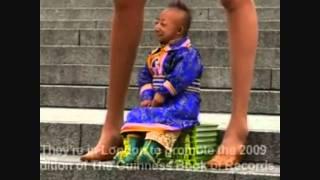 Najmanji covjek  i najduze noge na svijetu