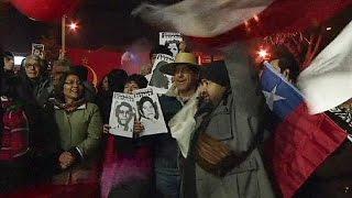 ناشطون تشيليون يحتفلون بوفاة مدير استخبارات الدكتاتور بينوشيه      8-8-2015