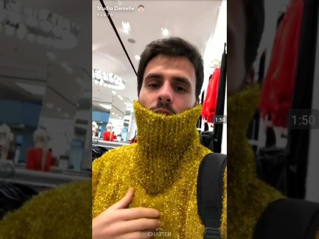 Ambrose danielle fait du shopping