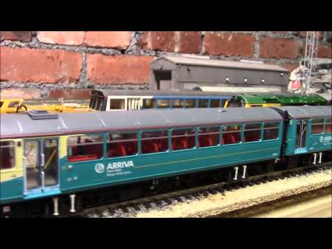 Opening the OO  Realtrack Arriva  Trains Class 143  Pacer