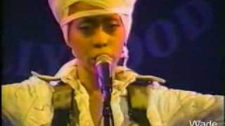 Watch Erykah Badu Ye Yo Live video