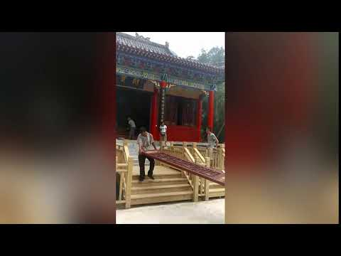 """More """"Illegal"""" Temples on Qinling Mountains Destroyed: Workers Demolishing Longhua Temple"""
