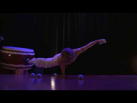 A juggling gymnast: Maro at TEDxTokyo