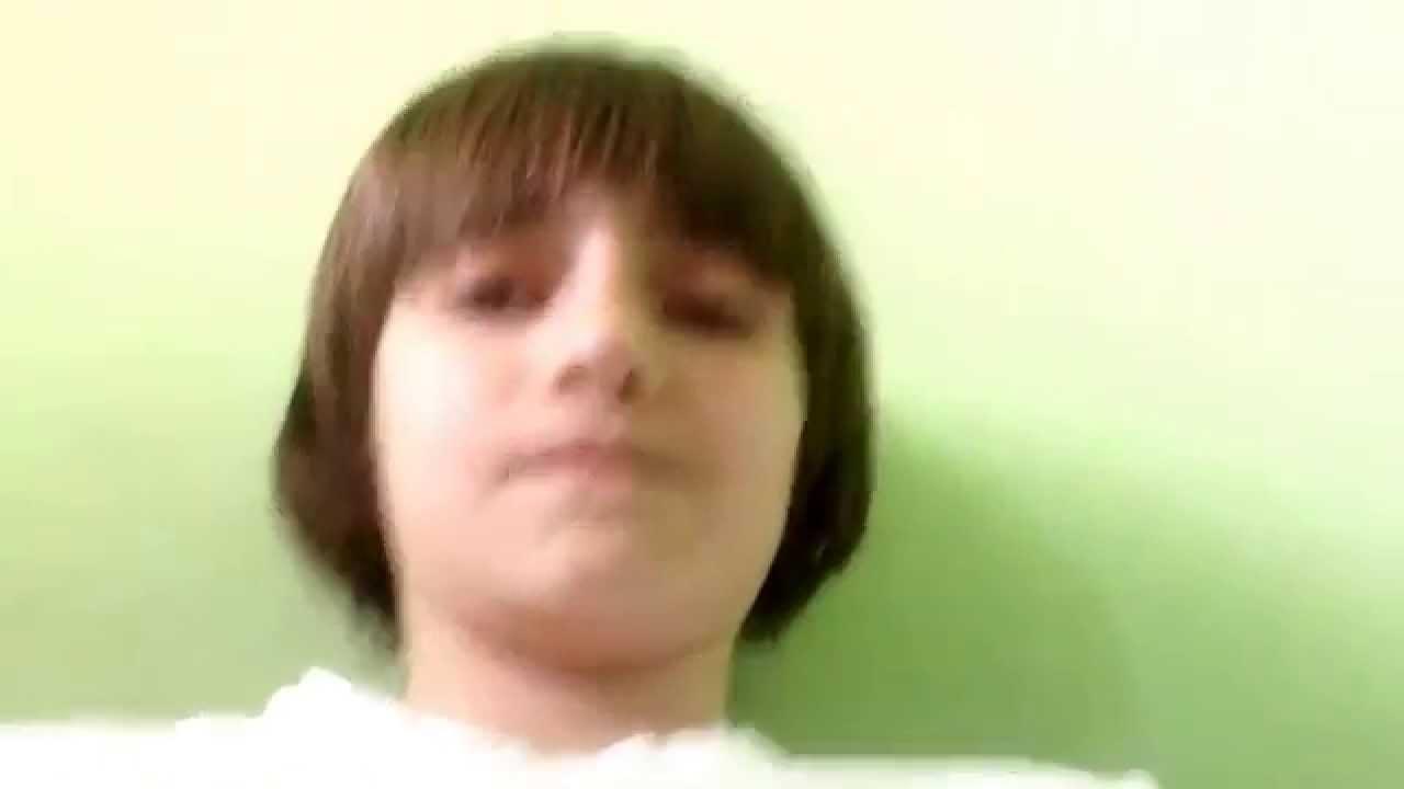 девушка сосет яички мальчику видео