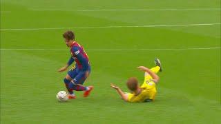 Download Riqui Puig Makes Football Look Easy