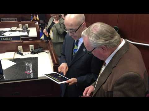 Mo Denis makes music at Nevada Legislature