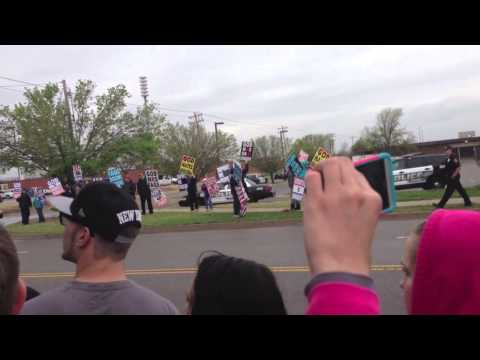 Residence run Westboro Baptist protesters out of Moore, Oklahoma
