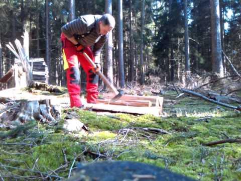 Fichten Meterholz Von Hand Spalten Youtube