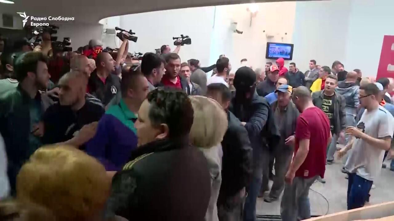 Граѓански упад во Собранието на РМ