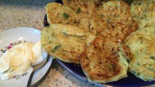 Оладьи из кабачков с сыром / Рецепт блинчиков из кабачков