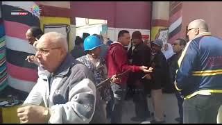 مساعدة كبار السن للإدلاء بأصواتهم فى لجان الجمرك بالإسكندرية