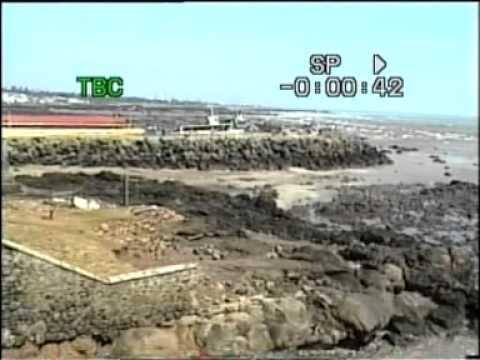 Tsunami at Kanyakumari, Tamil Nadu, India, Boxing Day 2004: video 1