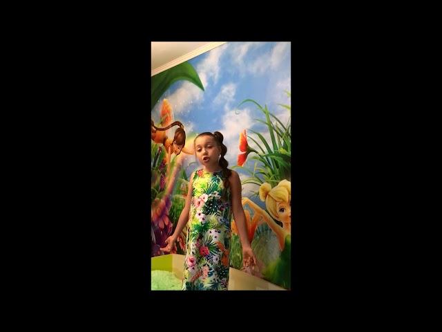 Изображение предпросмотра прочтения – АринаАрхангельская читает произведение «На что похоже солнце» Т.В.Боковой