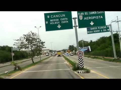 Atravesando Playa del Carmen, Quintana Roo.